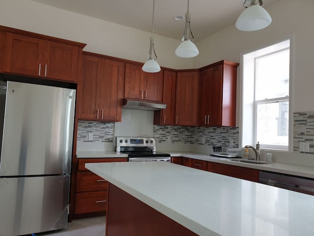 Downtown 1bedr 1 bathr new  house,share kitchen