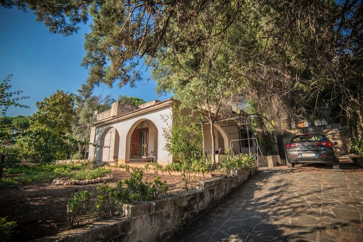 Villetta 200mt dal mare e giardino Fontane Bianche