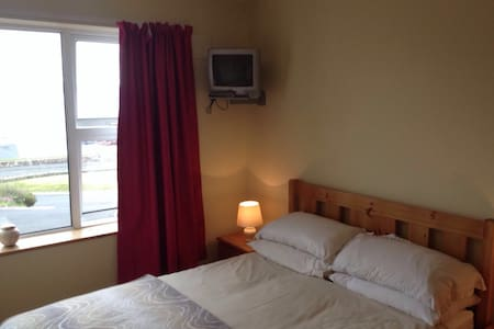 Double bed with ensuite B&B. - N/a
