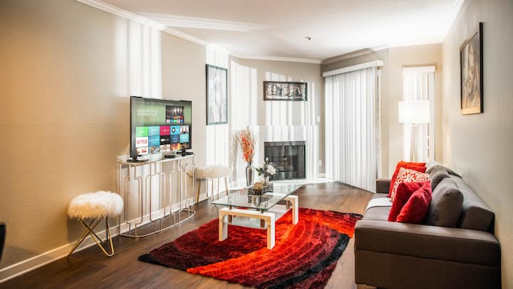 Apartment on Hollywood Blvd / Great Location