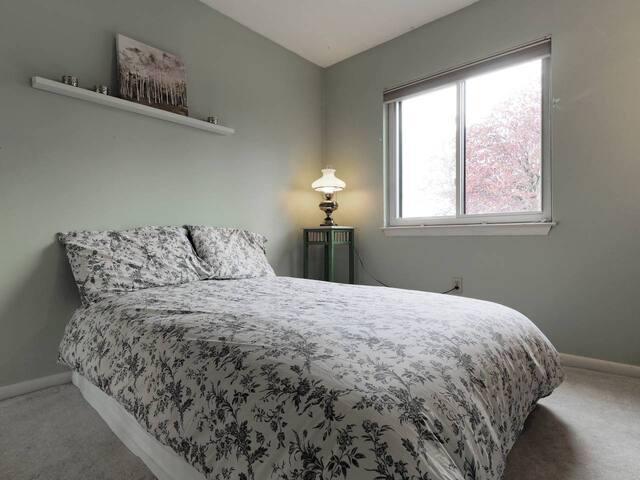 Cozy bedroom in Annapolis