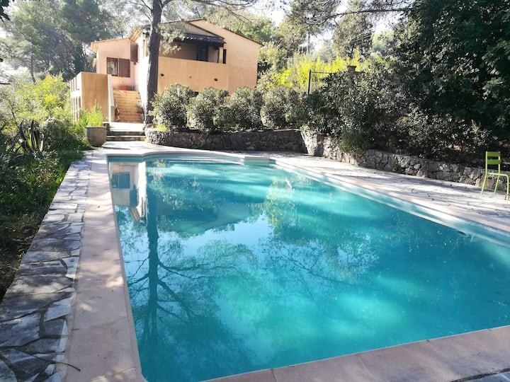Spacieuse villa piscine vue mer 8 pers