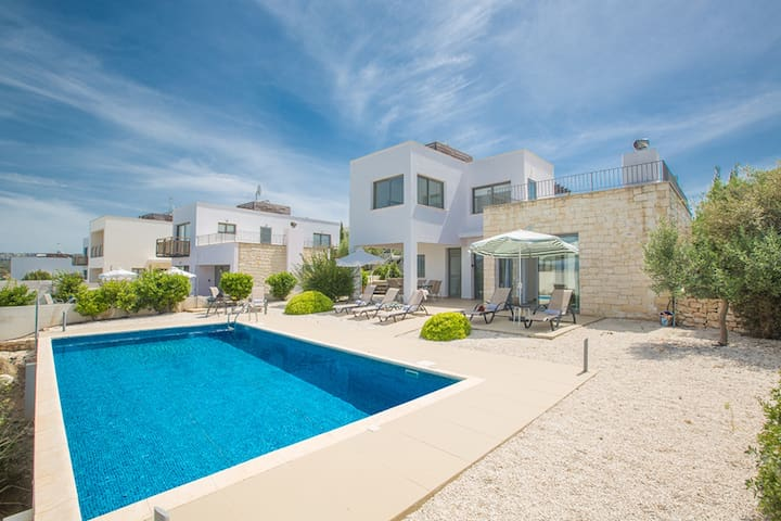 Luxury 3 Bedroom Villa with Private Pool, Paphos Villa 1265