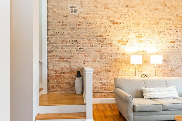 DOWNTOWN Luxury Suite Modern+Stylish Wifi+Walkable