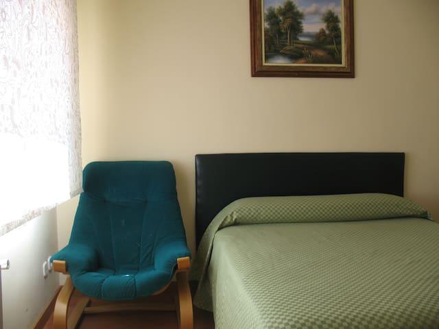 Habitacion cama de matrimo - Boadilla del Monte - House