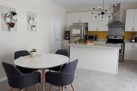 Modern bright 3 bedroom home in Angus