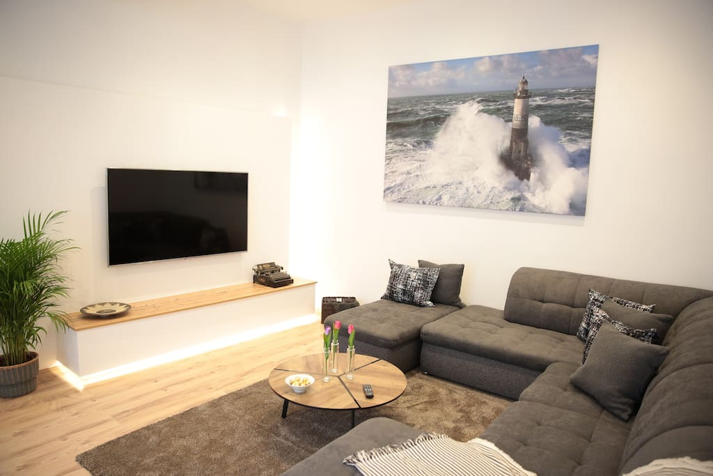 Living room with flat cable TV