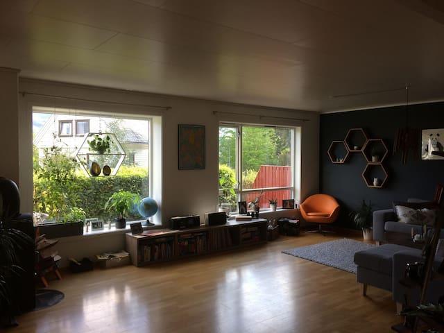 Stort rekkehus med utsikt, sentralt på Voss
