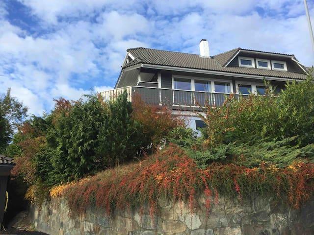 Close to Bergen cozy room in quiet area to rent