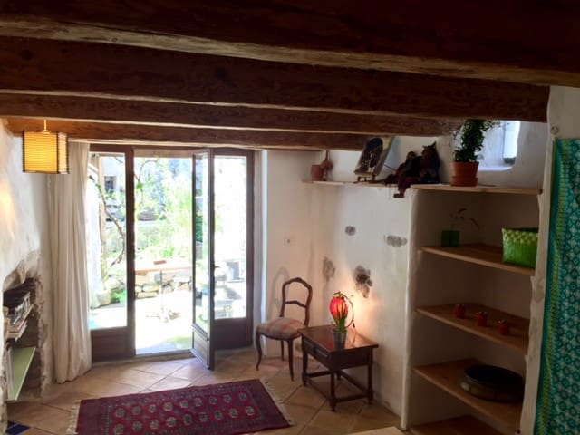 View on river + courtyard, Independent appartement First floor
