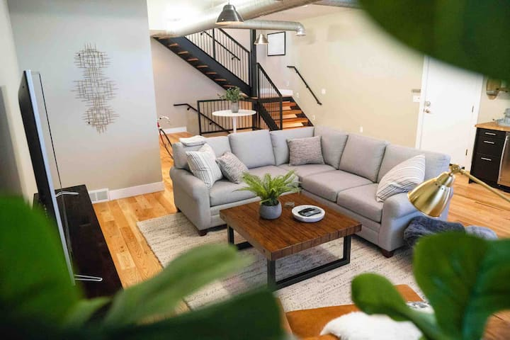 ✯ 1 Mile to Downtown SLC ✯ Modern & Stylish House