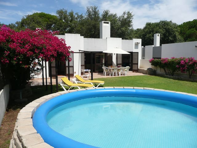 Villa with garden. 3 min walking distance to beach - Albufeira - Villa