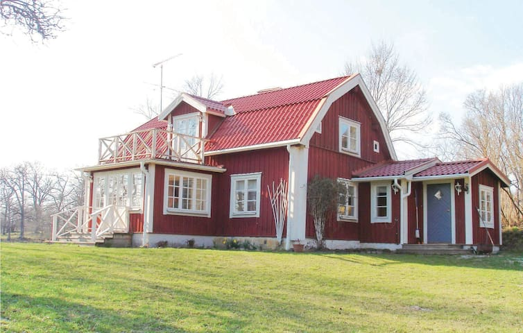 Holiday cottage with 2 bedrooms on 112 m² in Enhörna