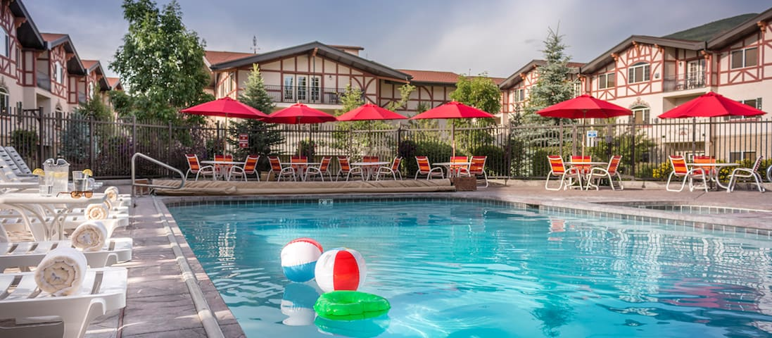 Indoor/outdoor pool & hot tub.