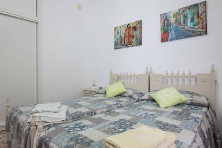 Habitacion Privada 3 camas - Almería - Huis