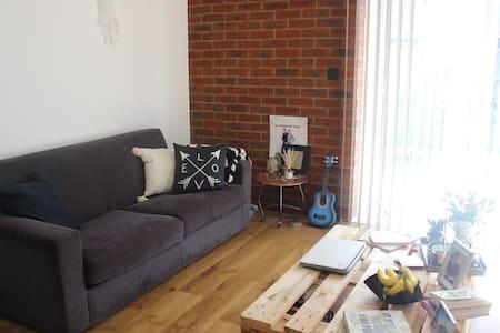 1 Bedroom within modern flat - London - Apartemen