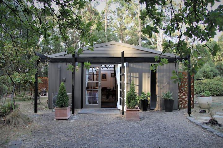 Lily's Farm Studio, Wheatsheaf, Victoria