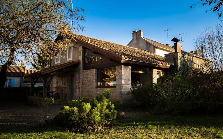 maison d'architecte et pierres appa - Mazerolles - Hus