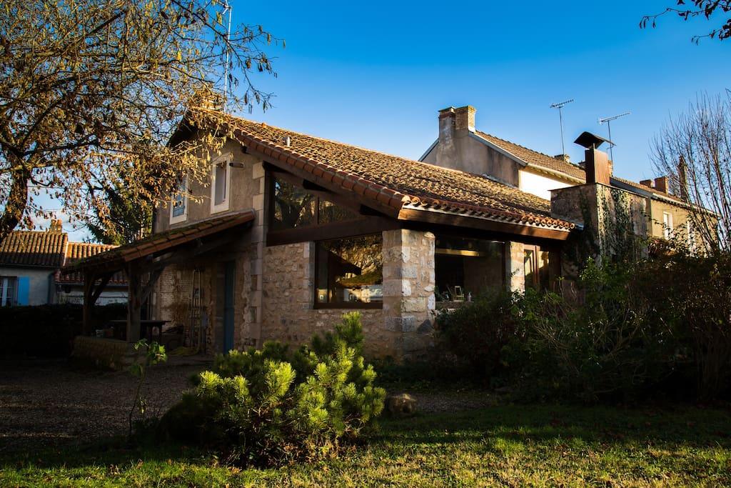 Maison d 39 architecte et pierres appa maisons louer for Architecte charente