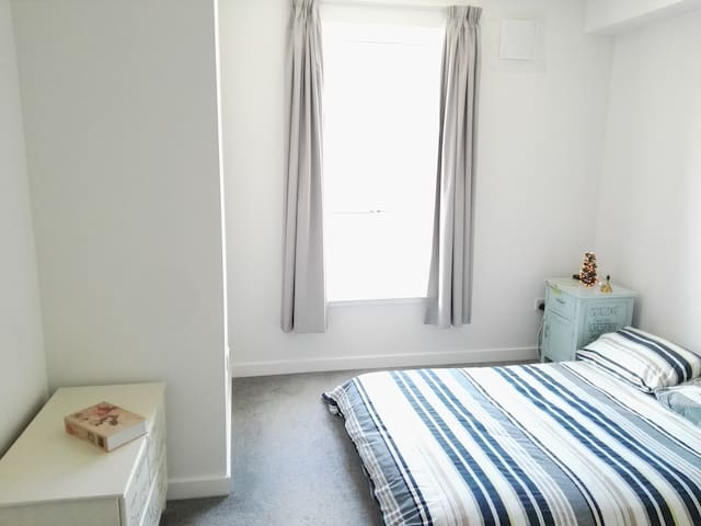 Bright, Large and Comfy 1 Bedroom Flat
