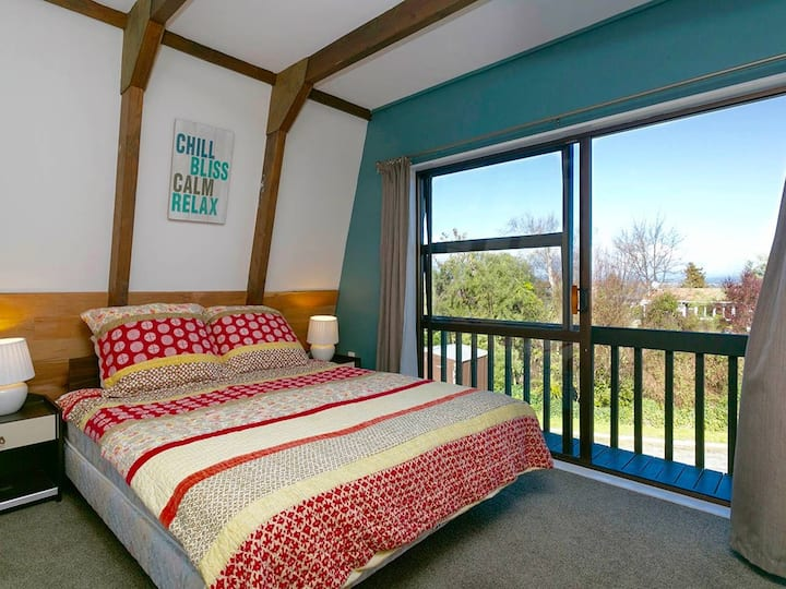 5 min walk from town - Stay 2 nights get 3rd free*