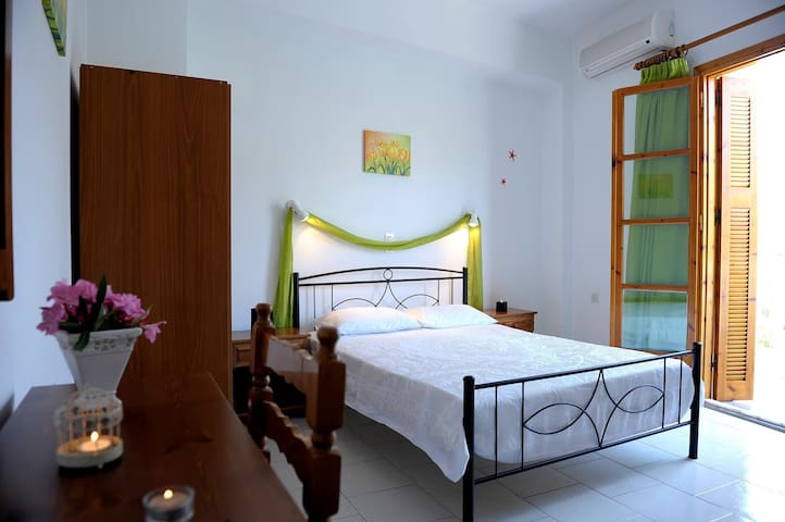 Adamas Boutique Room| 100 meters to the beach