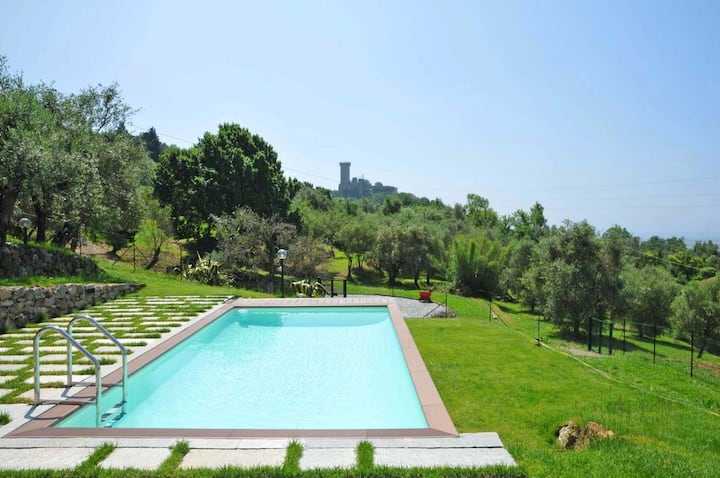 Villa La Vigna with exclusive use of guest pool