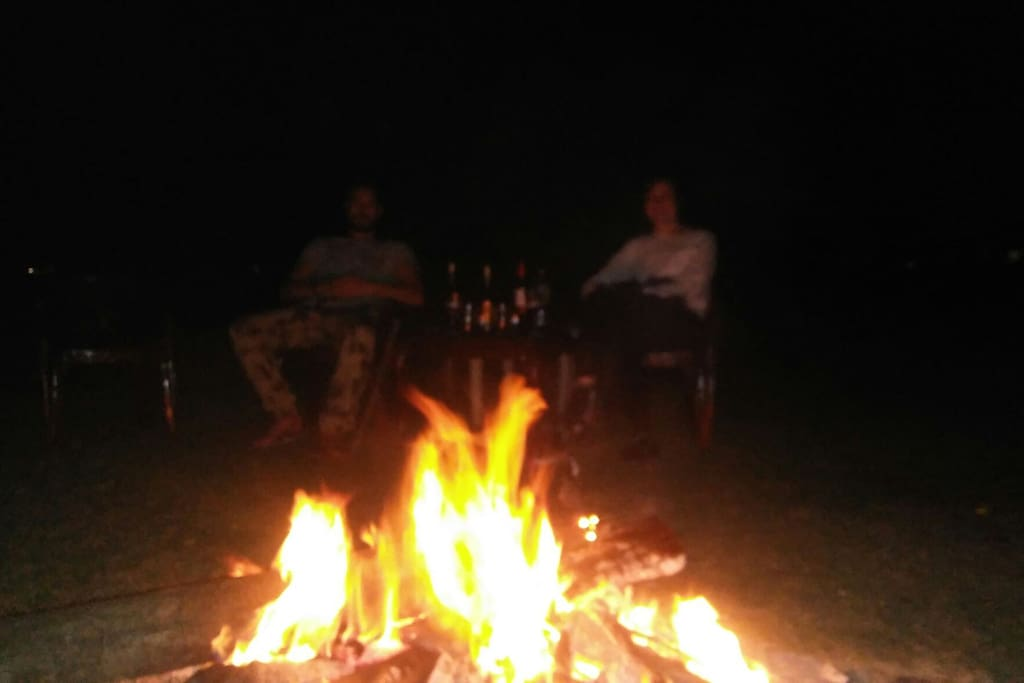 Fire camp with lovely canedian couple at lake view.