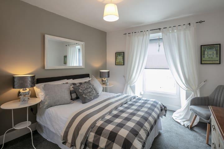 BLAS AT FRONLAS double room with en suite