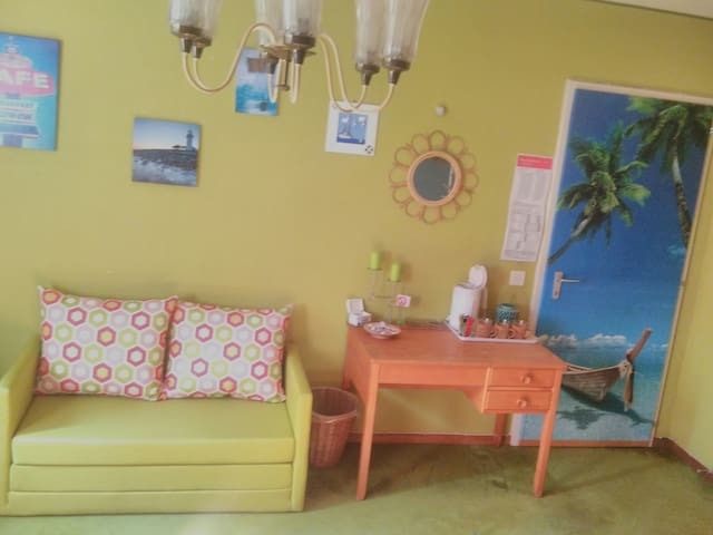 Beachroom: With your darling-no kitchen- big bed !