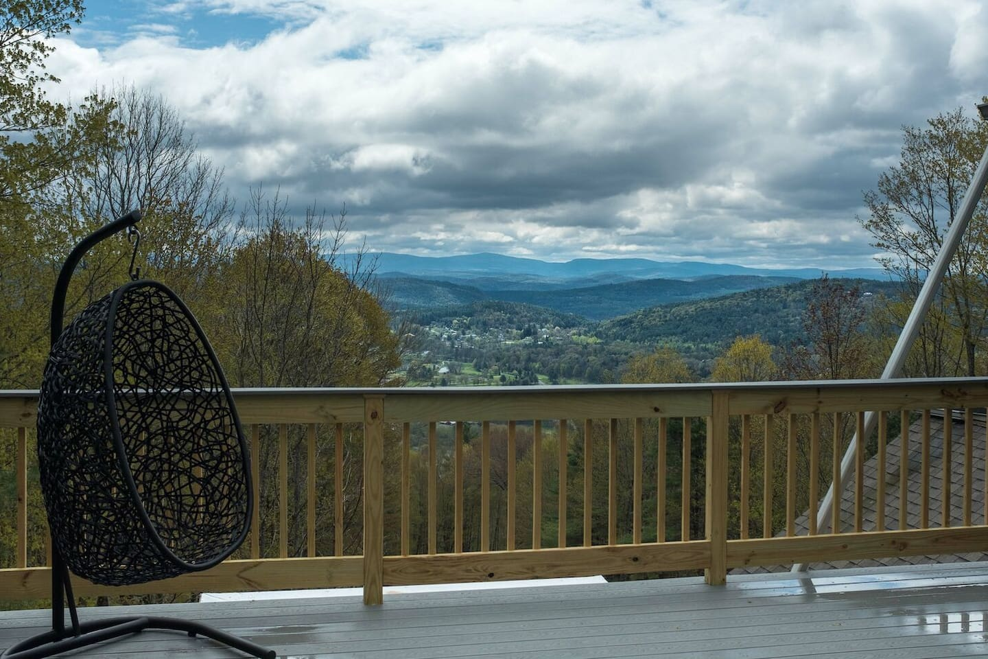 Deck with INCREDIBLE views of the entire valley.