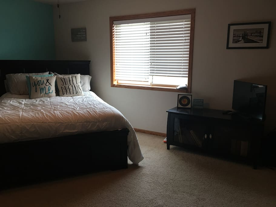Upstairs Master Bedroom with Queen Bed and TV (No Toys) Perfect for escaping the other members of your traveling party