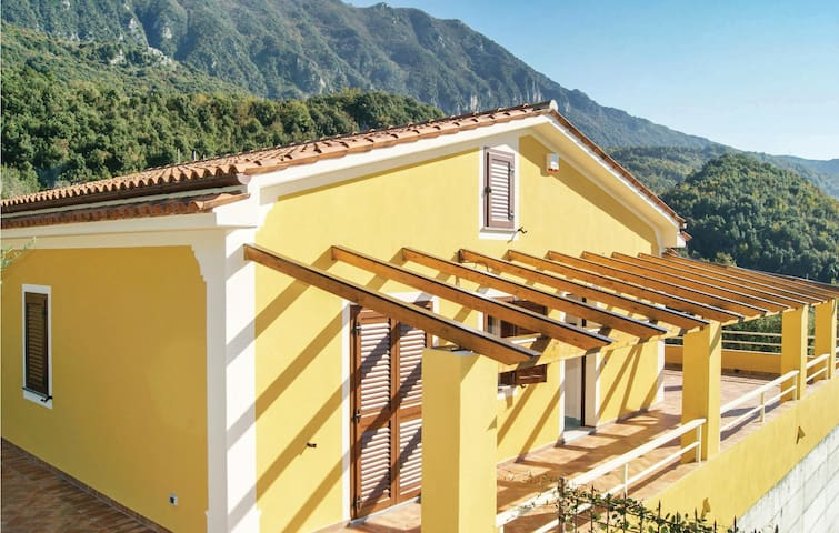 Semi-Detached with 3 bedrooms on 93 m² in Maratea PZ