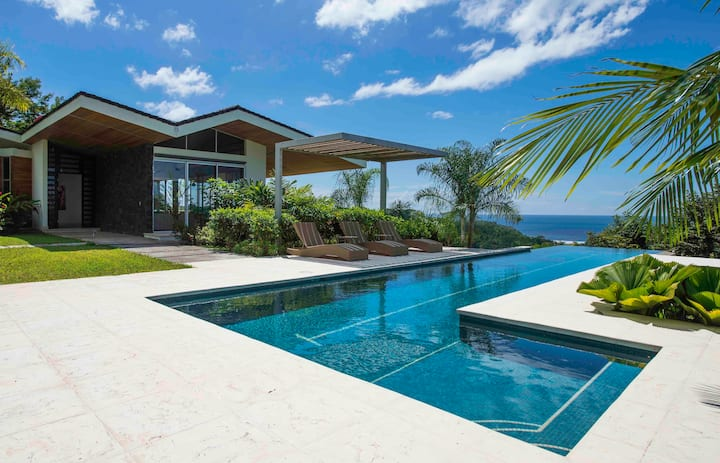 Casa Neomar-Beautiful Home & Breathtaking Views!