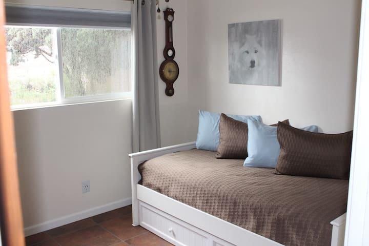 Bedroom 2 (trundle bed, sleeps 2)