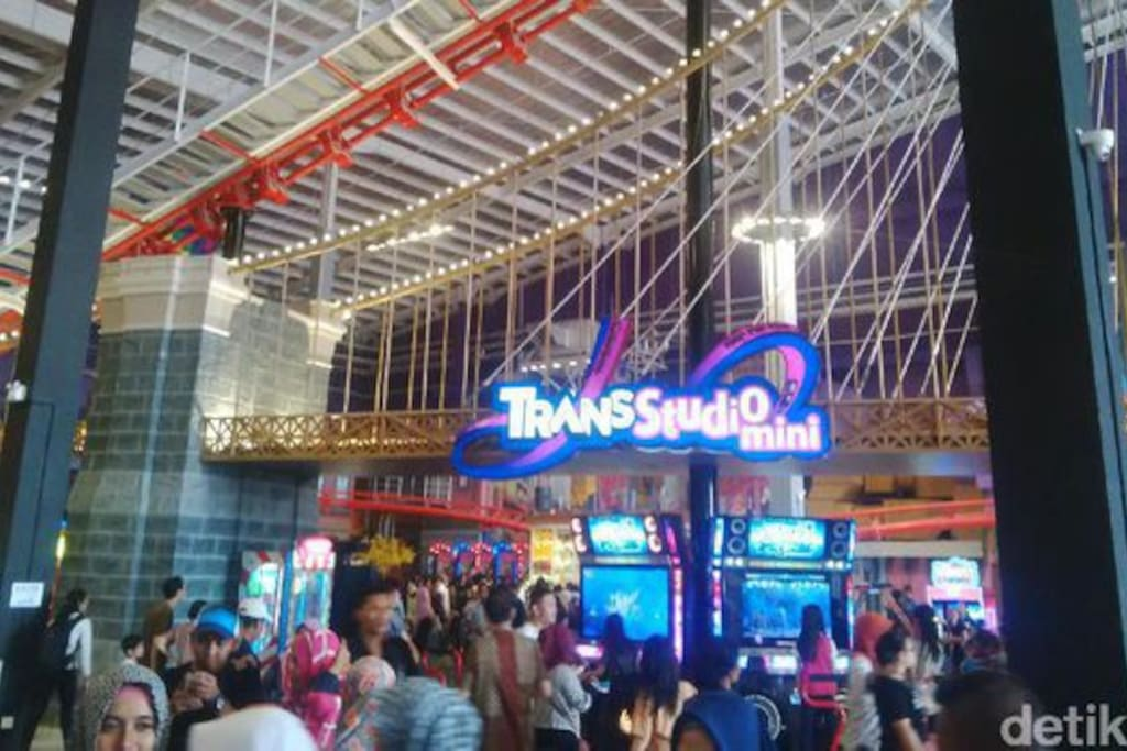 Mini amusement park Trans Studio is located at the same location, no need to ride anything to get to Trans Studio. Your kids will be happy playing here..
