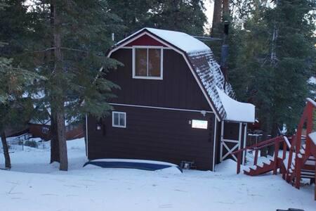 CLOSE TO THE LAKE!! And the slopes! - Big Bear Lake - Haus