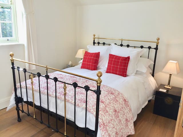 Luxury 2 bed sleeps4 with parking 10mins to centre - York