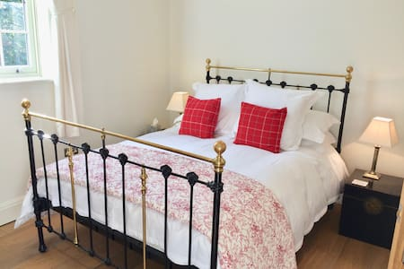 Luxury 2 bed sleeps4 with parking 10mins to centre - York - House