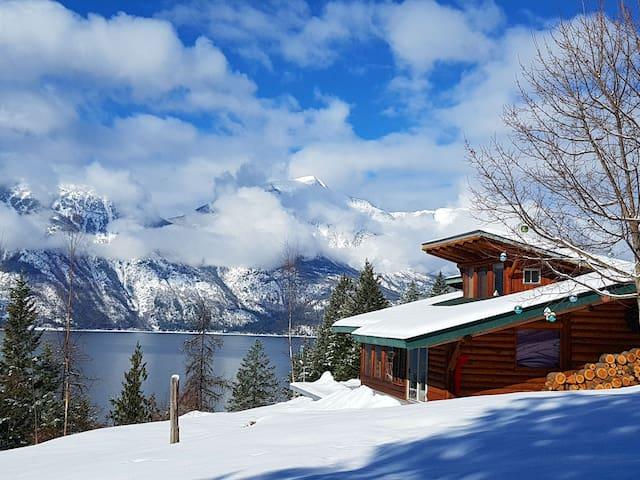 Log cabin, super views, trails, canoe, snowshoes!
