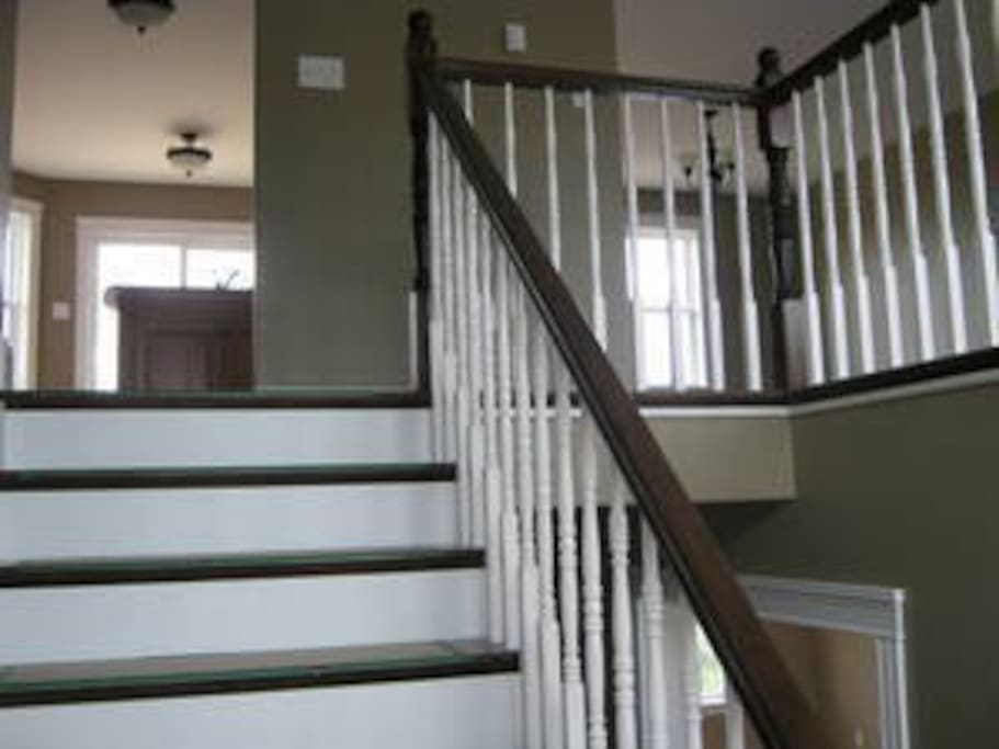 The front entry leads upstairs to the kitchen.