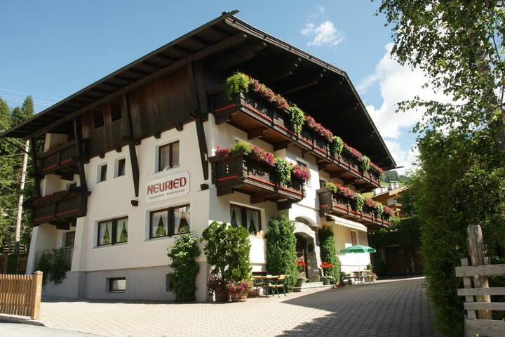Oostenrijkse Gemütlichkeit in Lodge Tirolerhof
