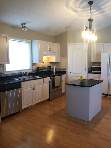 Fully furnished 2 bedroom suite in Lakeland!
