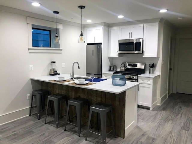 Beautiful/modern apartment w/easy access to city
