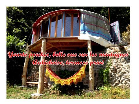 Yourte perchée avec 4m de baie vitrée en Ardèche