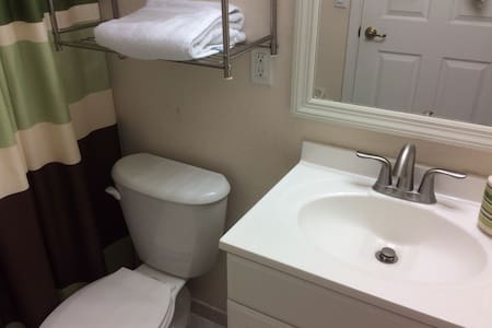 Cozy-Comfort /Private Room/ Close to Dolphin Mall - Doral - Condominium
