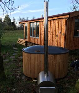 Tamano Farm Shepherd Hut, Hot Tub & Outdoor Shower