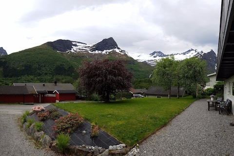 Apartment overlooking the Alps of Sunnmøre