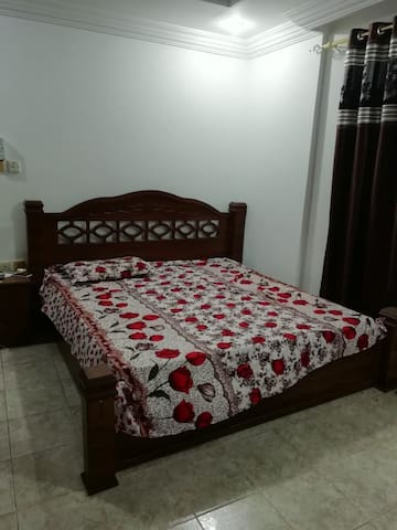 Single Bedroom available in a 2 Bedroom familyflat