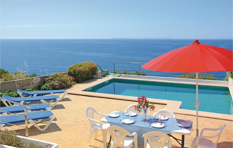 Semi-Detached with 4 bedrooms on 120m² in Cala Pi